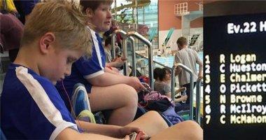 """Ngược đời cậu bé tự kỉ bị loại khỏi cuộc thi vì """"bơi quá nhanh"""""""