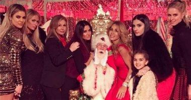 Công khai nói xấu Kim, Paris Hilton vẫn dự tiệc cùng nhà Kardashian
