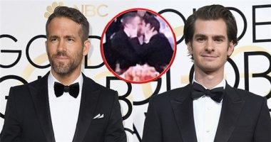 Thua Quả Cầu Vàng, Deadpool và Người Nhện an ủi nhau bằng một nụ hôn