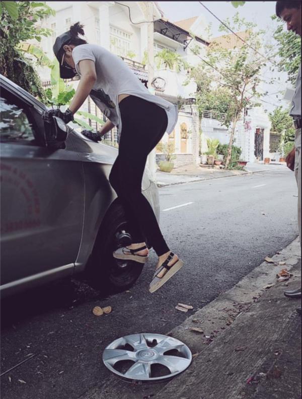 Angela Phương Trinh khiến fan ngỡ ngàng khi học sửa xe ô tô - Tin sao Viet - Tin tuc sao Viet - Scandal sao Viet - Tin tuc cua Sao - Tin cua Sao