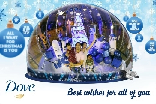 Ngay từ bây giờ, bạn có thể chiêm ngưỡng không gian Giáng sinh cực kì ảo diệu cùng máy thổi tuyết bên trong Quả cầu tuyết khổng lồ lớn nhất Việt Nam, hứa hẹn sẽ đem lại cho bạn một trải nghiệm vô cùng tuyệt vời. Ngỡ như rơi vào quả cầu đồ chơi hay lạc giữa mùa đông châu Âu.