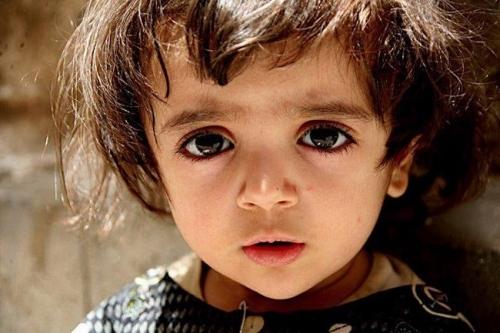 Các em bé Ả Rập được đánh giá là những đứa trẻ đẹp nhất thế giới khi có đôi mắt to tròn và sâu với màu mắt nâu hoặc xanh biếc.