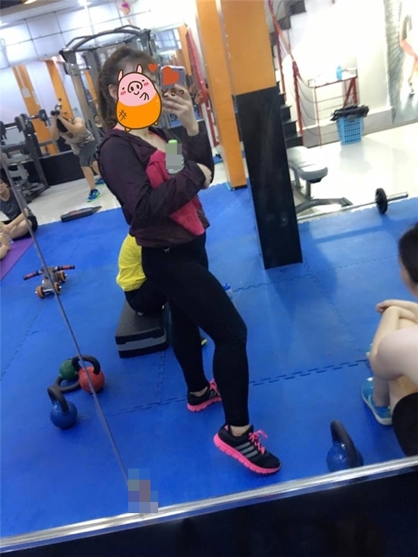 Hiện tại, cô bạn tập luyện cùng huấn luyện viên nên được hướng dẫn chi tiết và bài bản hơn trước. (Ảnh Internet)