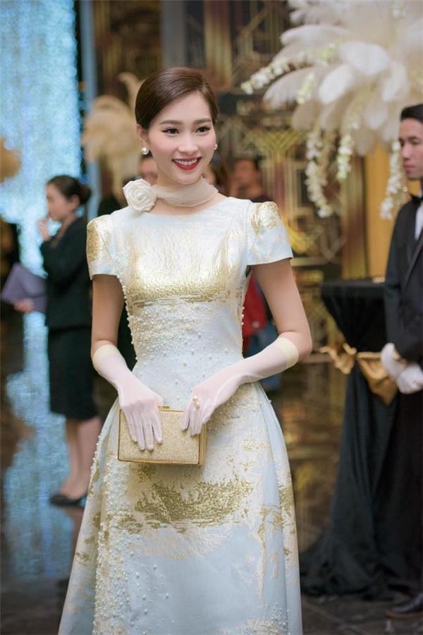 Những bộ váy đẹp nhất thảm đỏ năm 2015 của hoa hậu Thu Thảo