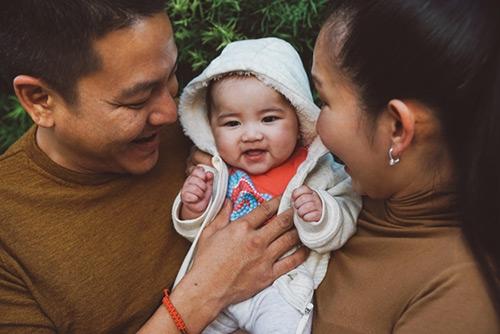 Yvona – con gái thứ hai của Kim Hiền hiện tại đã được hơn 5 tháng tuổi. Bé sở hữu nhiều nét đẹp của cả bố lẫn mẹ. - Tin sao Viet - Tin tuc sao Viet - Scandal sao Viet - Tin tuc cua Sao - Tin cua Sao