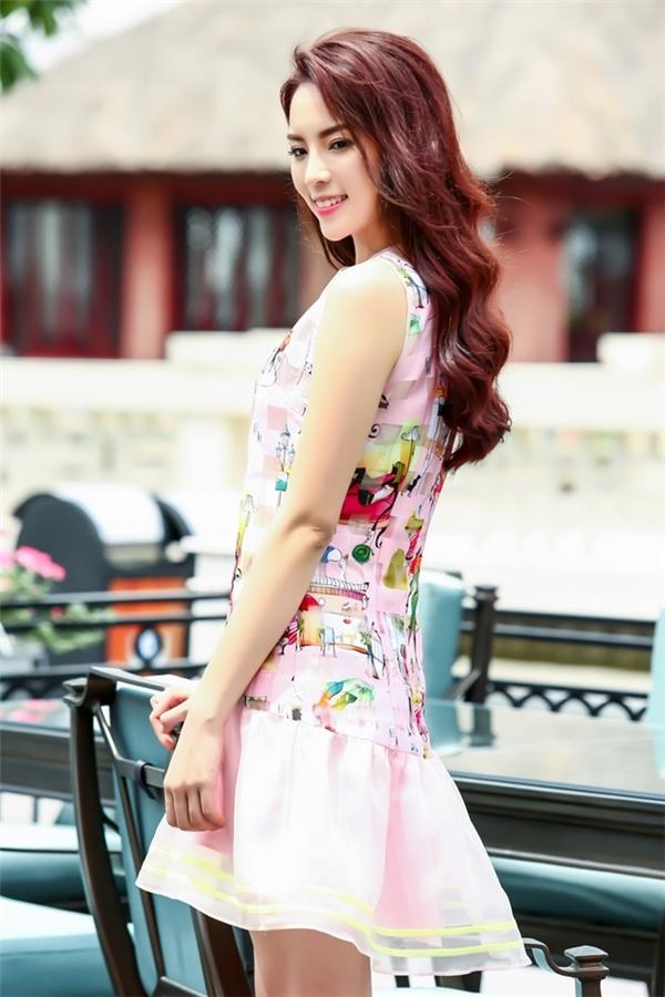 Hoa hậu 20 tuổi cho biết cô vẫn chưa sẵn sàng với tình yêu dù đã có những rung động. Ảnh: Như Hoàn - Tin sao Viet - Tin tuc sao Viet - Scandal sao Viet - Tin tuc cua Sao - Tin cua Sao