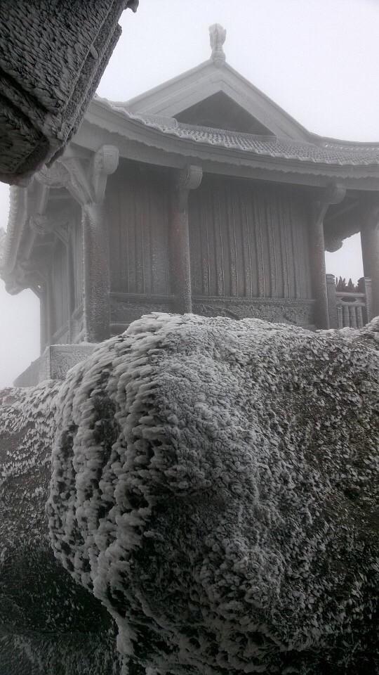 Thậm chí tại Yên Tử (Quảng Ninh) tuyết cũng đã bắt đầu rơi. Ảnh: Internet