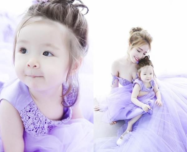 Cả hai mẹ con hóa thân thành nàng công chúa xinh đẹp. - Tin sao Viet - Tin tuc sao Viet - Scandal sao Viet - Tin tuc cua Sao - Tin cua Sao