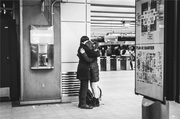 Khoảng cách chẳng là trở ngại khi tình yêu giữa họ chưa bao giờ cách xa.(Ảnh:Mikaël Theimer)