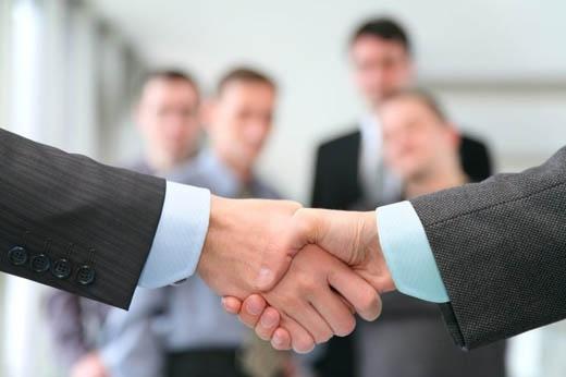 Bạn nên luôn giữ bàn tay ở tình trạng ấm áp và sạch sẽ trước khi bắt tay.(Ảnh: Internet)