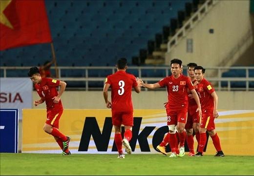 ĐT Việt Nam ăn mừng chiến thắng trước Đài Loan. (Ảnh: Hải Đăng)