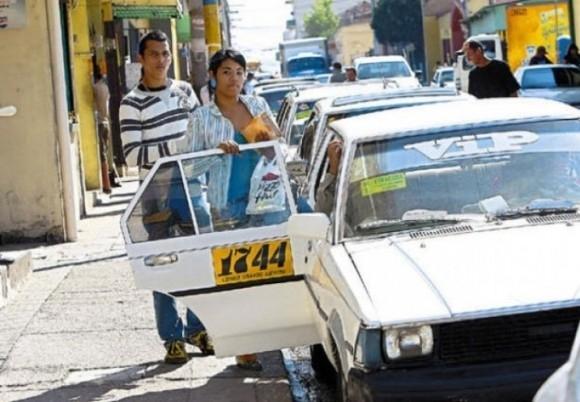 1 đô la, bạn sẽ được đưa đi khắp nơi trong thành phố bằng taxi khi đến Honduras.