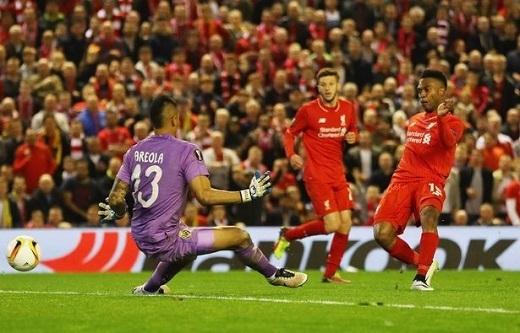 Sturridge ghi bàn thắng nâng tỉsố lên 2-0 cho Liverpool.Ảnh: Mirror.