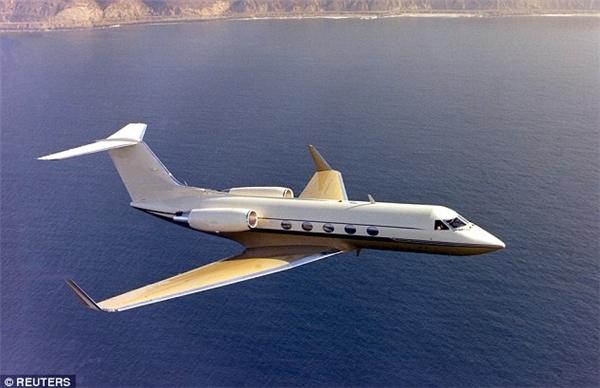 Teodoro còn sở hữu 1 chiếc phi cơ Gulfstream V 38 triệu đô (847 tỷ đồng), 2 chiếc thuyền máy siêu tốc Nor-Tech 5000, trong đó có một chiếc bị lật trong một bữa tiệc tại Maui năm 2009.