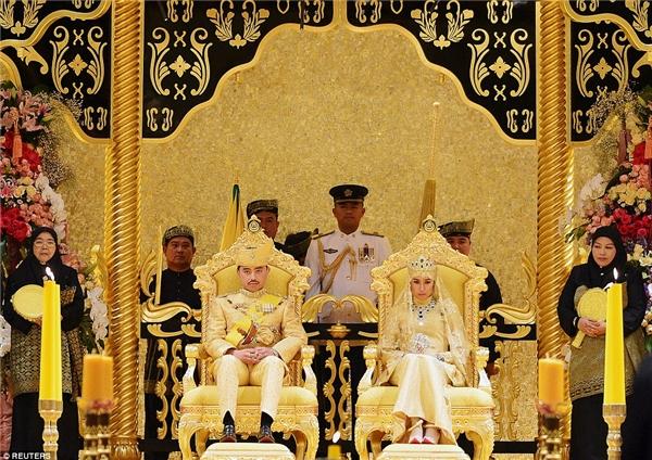 Đám cưới của Hoàng tử Abdul Malik, con trai út Đức vua Brunei, một trong những người đàn ông giàu có nhất thế giới, với cô dâu Dayangku Raabi'atul 'Adawiyyah Pengiran Haji Bolkiah được xem là một trong những đám cưới xa hoa nhất mà thế giới từng chứng kiến.