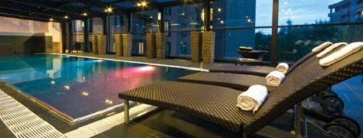 Bể bơi và khu spa miễn chê