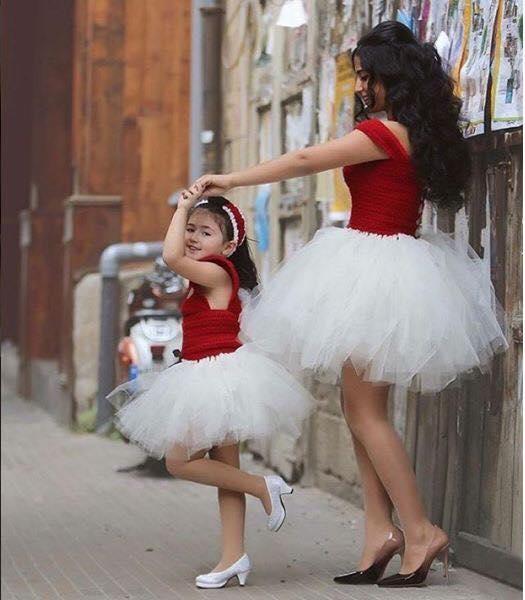 """""""Chúng ta giống như những cô vũ công ballet vậy mẹ nhỉ?"""" (Ảnh: Internet)"""