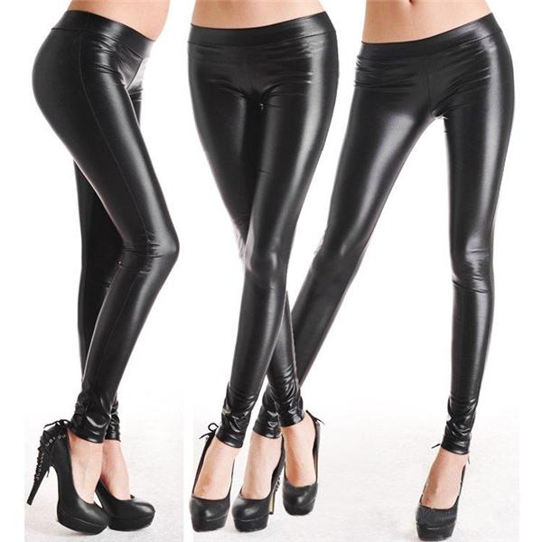 Chiếc quần legging càng ôm chặt và tôn dáng bao nhiêu thì chúng càng cọ xát vào da bạn nhiều bấy nhiều, làm da tiết nhiều mồ hôi và dầu hơn.(Ảnh: Internet)