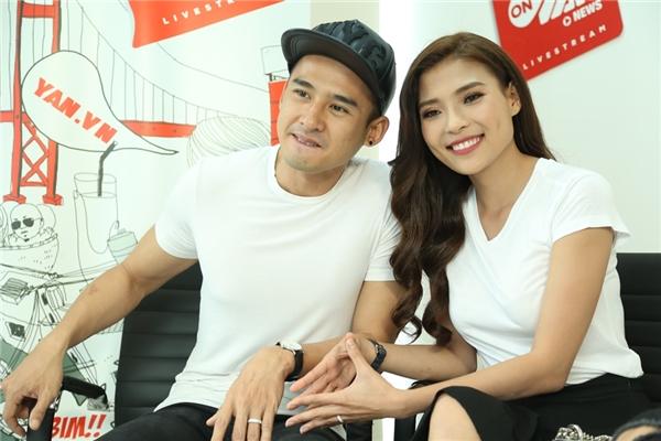 Chàng là một trong những nam thần sáng giá của showbiz Việt với chiều cao 1m78 lí tưởng, gương mặt điển trai, góc cạnh, nụ cười thu hút cùng diễn xuất đầy lôi cuốn trên màn ảnh. Còn nàng được hàng triệu khán giả hâm mộ bởi tài năng nghệ thuật thiên bẩm.