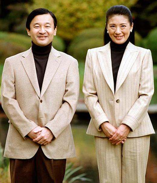 Hoàng tử Naruhito cảm mến thiếu nữ Masako ngay từ lần đầu tiên gặp mặt.