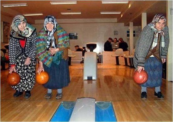 Làm một ván bowling không các bà?