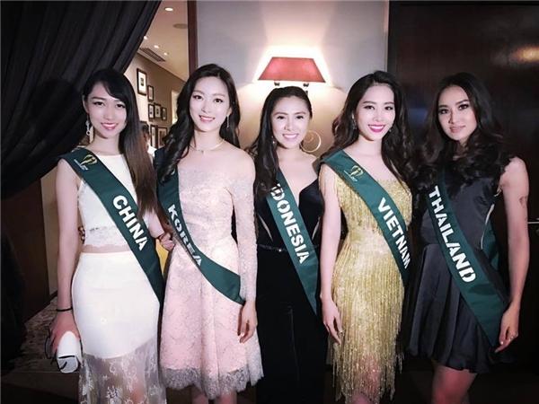Diện lại váy của Phạm Hương, Nam Em gây chú ý tại Miss Earth