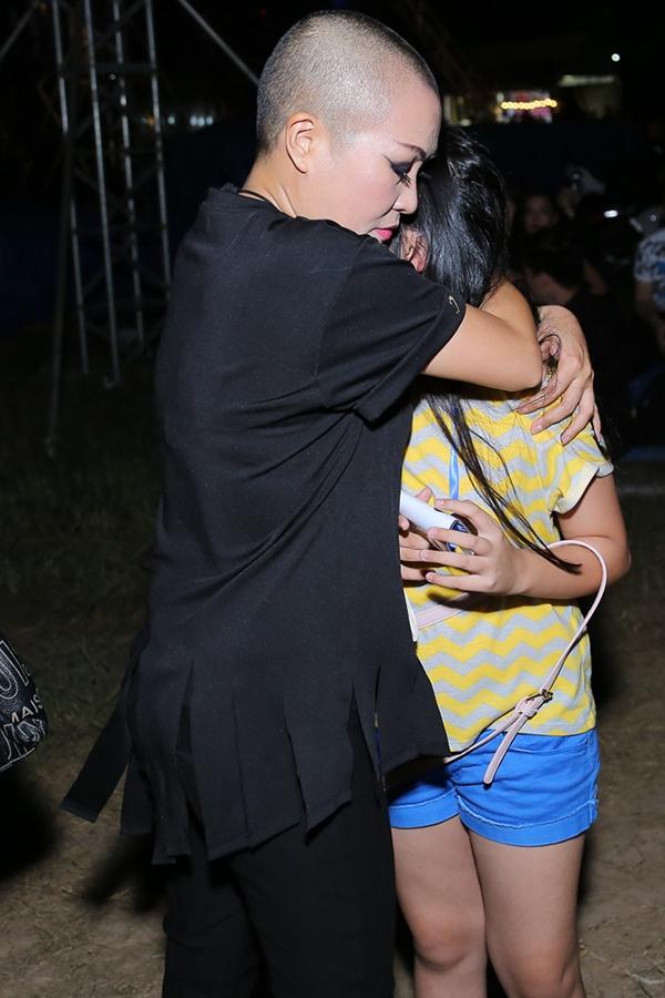 Tháp tùng nữ ca sĩ đến tham dự YAN Beatfest 2016, còn có sự xuất hiện của bé Gà - con gái Phương Thanh. Nhìn thấy mẹ được hàng ngàn khán giả cổ vũ nhiệt tình, Phương Thanh cho biết con gái chị rất vui khi nhìn thấy mẹ được nhiều người yêu mến. - Tin sao Viet - Tin tuc sao Viet - Scandal sao Viet - Tin tuc cua Sao - Tin cua Sao