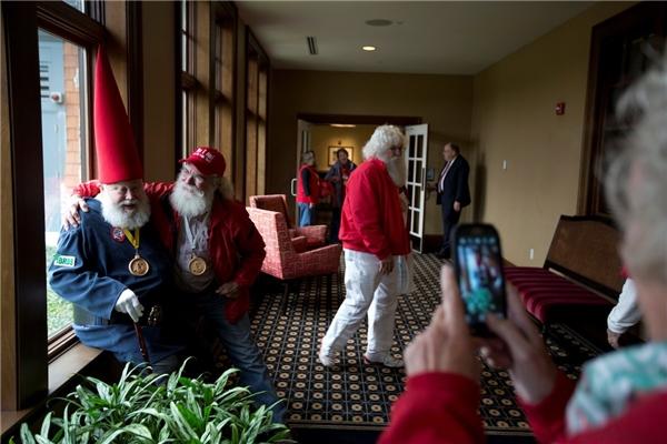 Hơn 200 học viên đã hội tụ tại ngôi trường Charles W. Howard Santa Claus ở Michigan, Mĩ để tham gia khóa đào tạo 3 ngày.