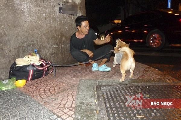 Tình hình hiện tại của anh đánh giày câm bị hành hung và chú chó mù