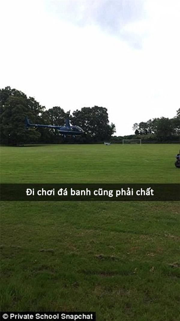 Sân banh to thế, không dùng để đáp trực thăng thì phí.