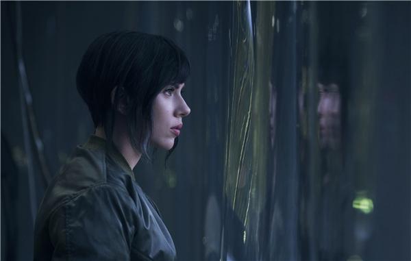 Scarlett Johanssonvào vai cảnh sát nửa người máy trong Ghost in the Shell.