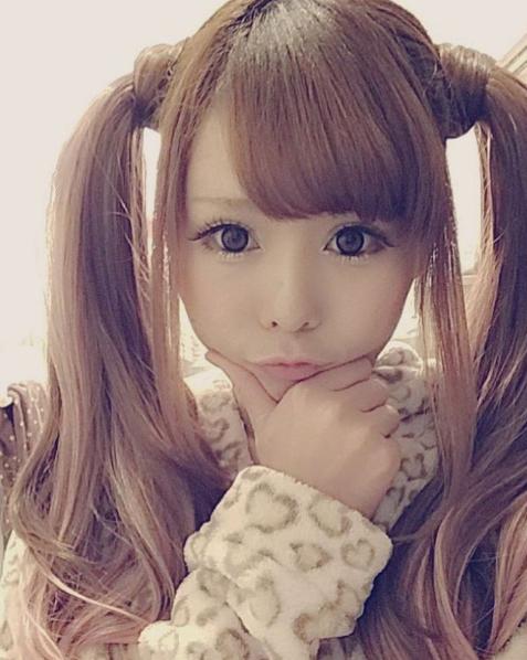 Haruki Nishikawa là một hot blogger nổi tiếng khắp mạng xã hội Nhật Bản.