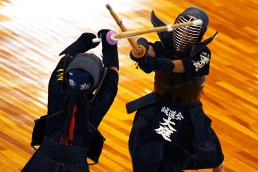 Bộ môn kiếm đạo truyền thống được áp dụngtrong mộtcâu lạc bộ ngoại khóa tại trường.