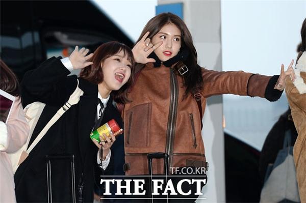 Park Bo Gum, Kim Yoo Jung, Taeyeon cùng dàn sao Kpop đổ bộ sân bay