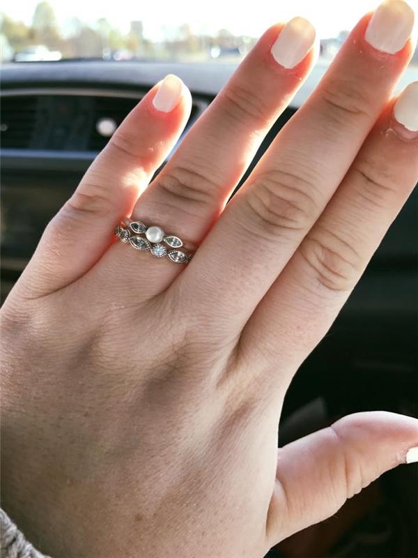 Cặp nhẫn giá 130 đô của đôi vợ chồng nghèo.