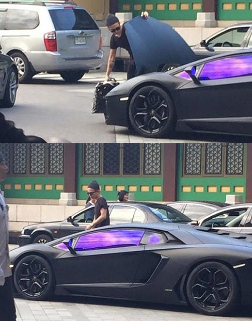 """Siêu xeLamborghini Aventador màu đen trị giá """"khủng"""" 489.000 USD (tương đương 11 tỉ đồng) luôn thu hút mọi sự chú ý nhờ vẻ ngoài hào nhoáng của nó."""