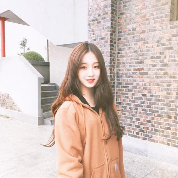 9X nổi tiếng vì sở hữu gương mặt giống tiên nữ cử tạ Lee Sung Kyung