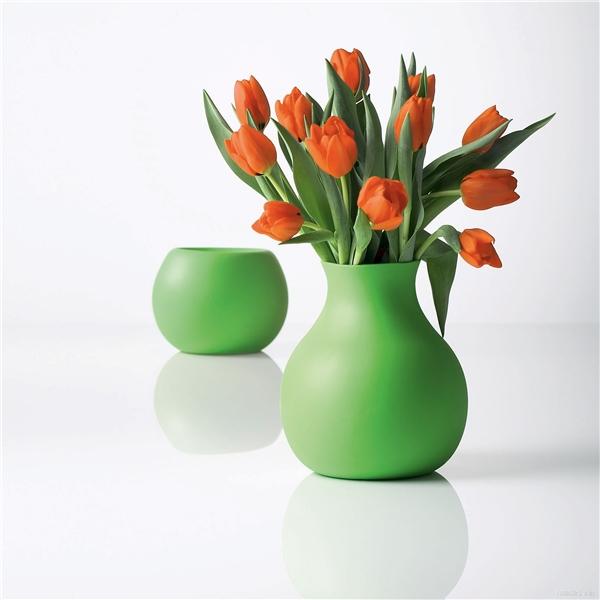 Dáng bình hoa và màu sắc bình hoa cũng rất quan trọng. (Ảnh minh họa, nguồn: Internet)