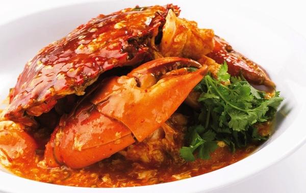 """Món cua sốt ớt được coi là niềm tự hào của """"quốc đảo sư tử"""" Singapore. Nó đồng thời cũng là 1 trong 50 món ăn ngon nhất thế giới theo đánh giá của CNN."""
