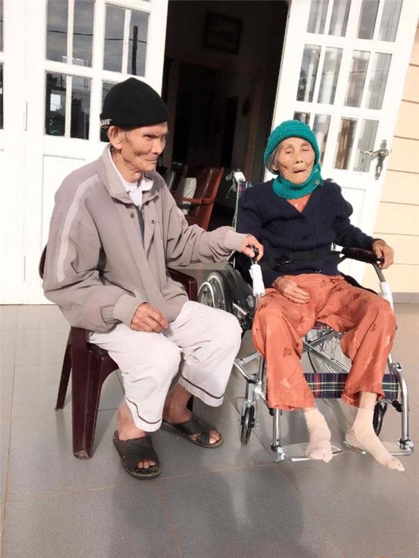 Họ đã nắm chặt tay nhau suốt 67 năm, đi qua những ngày gian khó nhất