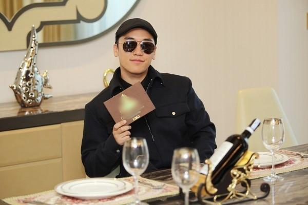 Seungri vừa có chuyến du ngoạn sang Việt Nam khiến các fan tại đây một phen náo loạn