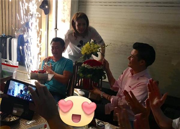 Tối qua, sau khi vừa về Việt Nam, Thanh Thảo đã bất ngờ tổ chức tiệc sinh nhật cho bạn trai, khiến anh vô cùng xúc động. Buổi tiệc có sự tham gia của những người bạn thân thiết với nữ ca sĩ như ca sĩ Quang Dũng, đạo diễn Trần Vi Mỹ, nhạc sĩ Thái Huân, diễn viên Hiền Mai... - Tin sao Viet - Tin tuc sao Viet - Scandal sao Viet - Tin tuc cua Sao - Tin cua Sao