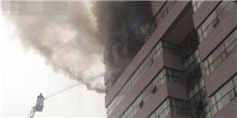Hà Nội: Đang cháy lớn tại tầng 9 trường Đại học Ngoại thương