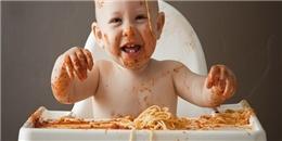 Cười nghiêng ngả với trận chiến đồ ăn của những nhóc tì đáng yêu
