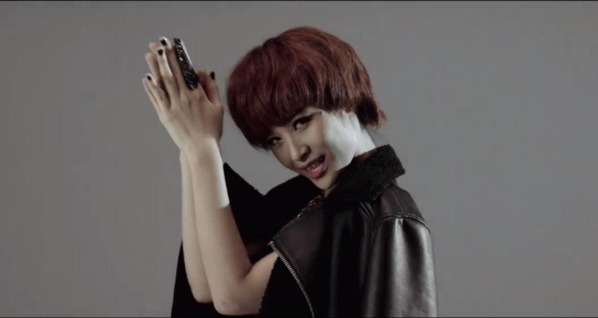 [MV] Đông Nhi hóa tomboy trong Lắng nghe tim em