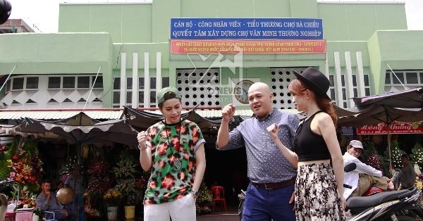 Gil Lê và Sĩ Thanh làm gì trong chợ Bà Chiểu?