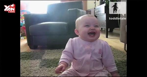 Bạn sẽ không thể ngừng cười với em bé này