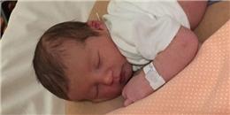 Em bé sinh vào giờ đẹp nhất thế giới