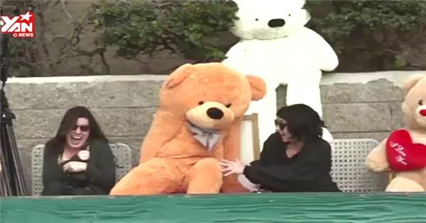 Hốt hoảng khi gấu bông vùng lên dọa người