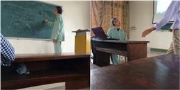 Xúc động mạnh hình ảnh thầy giáo mặc đồ bệnh nhân lên giảng đường